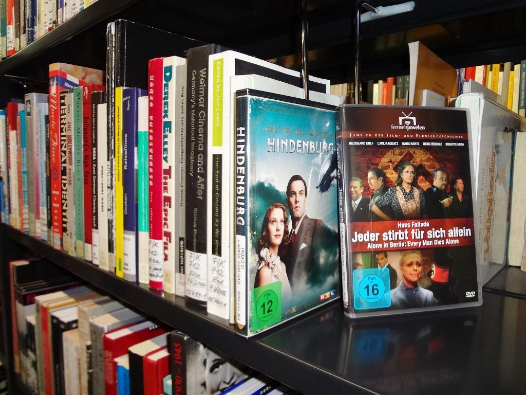 Sammlung historischer Belletristik und Filme (Foto: Sophie Hubbe)